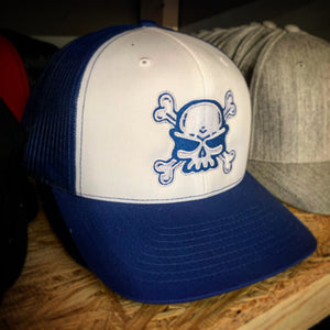 SNAP BACK TRUCKER HAT WHITE/BLUE WITH SKULL AND CROSSBONES