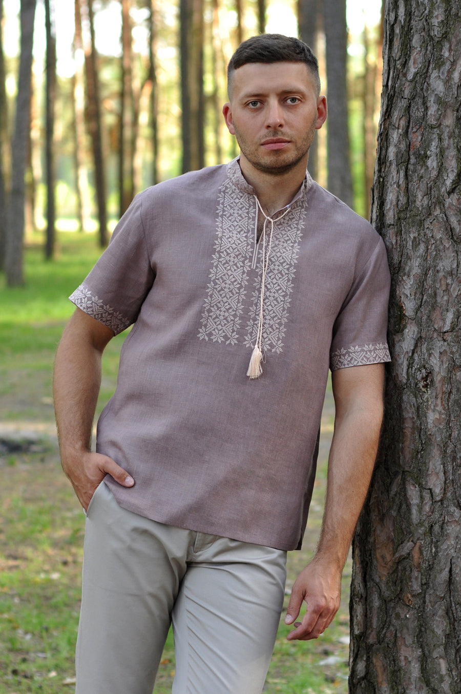 Linen embroidered short sleeve shirt for a stylish man
