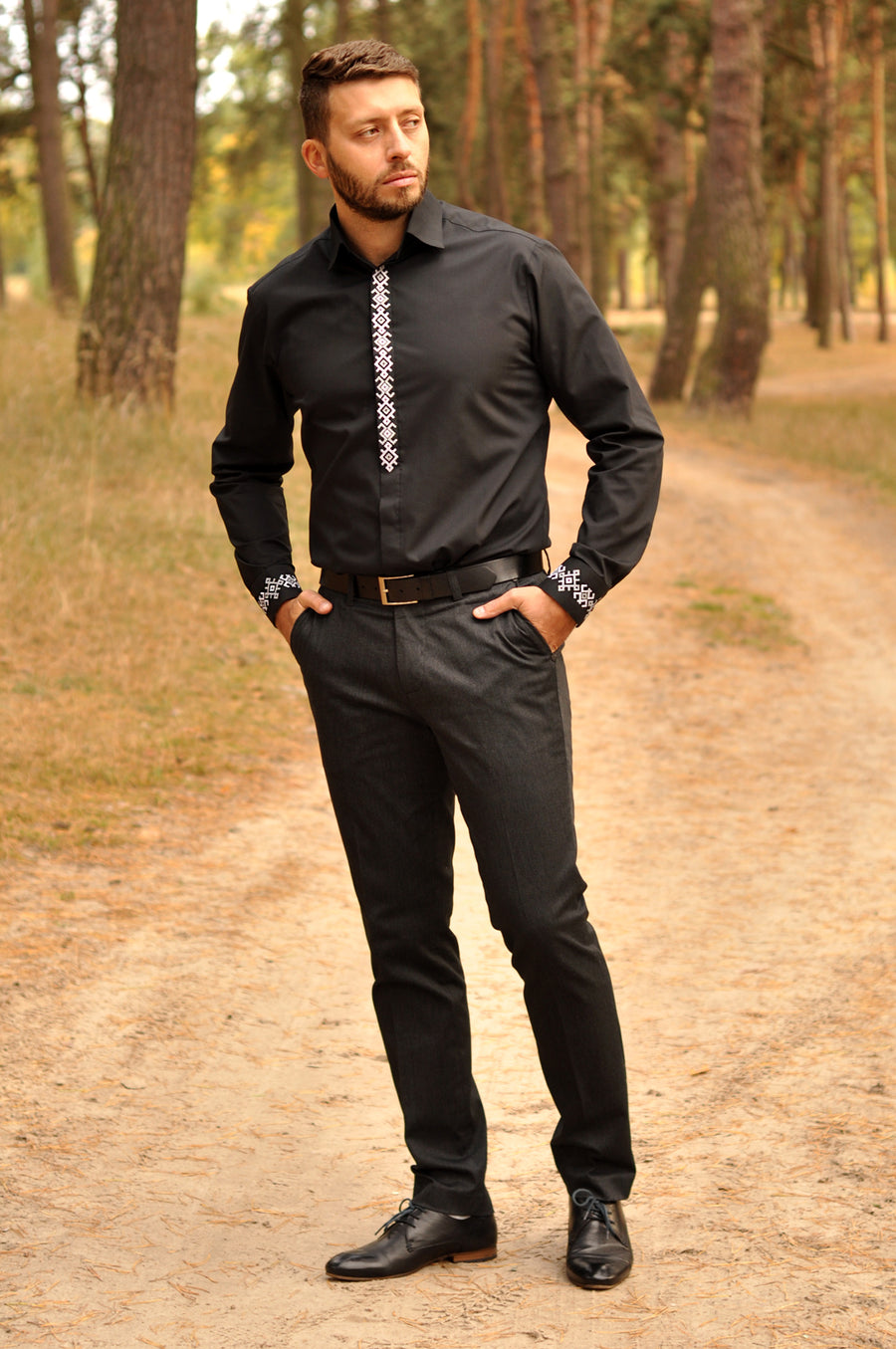 Black men's slim fit shirt with laconic embroidery
