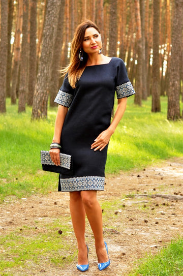Embroidered straight-cut dress with one-piece sleeve
