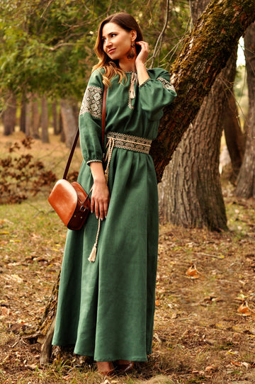 Incredibly feminine long dress in shade of green