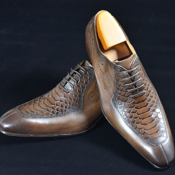 Leather Lace Embossed Pointed Toe Shoes
