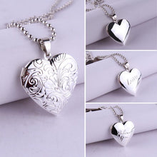 Load image into Gallery viewer, Heart-Shaped Photo Necklace