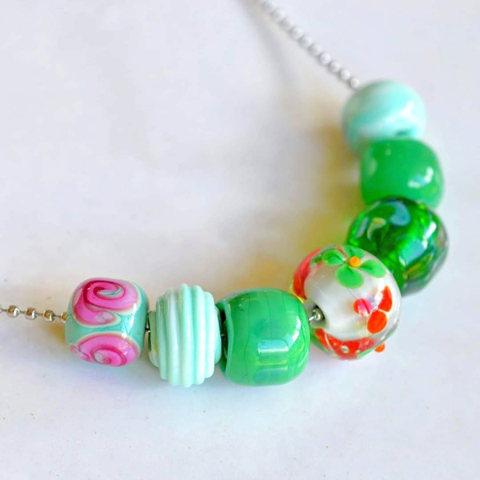 ROSE BLOSSOM GLASS NECKLACE