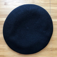 Load image into Gallery viewer, Vivienne Westwood Worlds End Pin Beret Black
