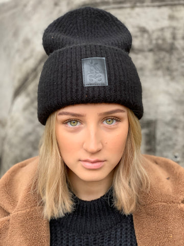 Double chunky beanie with black badge