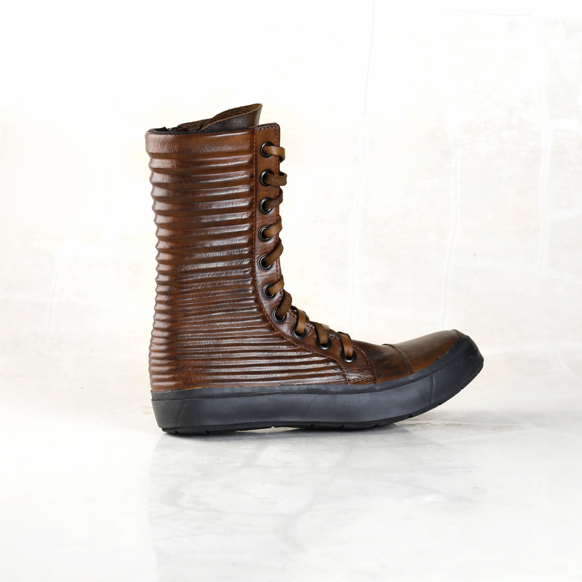 Apollo Boot - Walnut