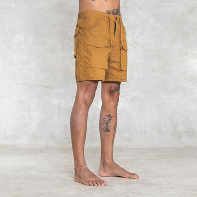 cargo short with 6 pockets