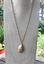 Load image into Gallery viewer, Classic Slipper Shell Necklace