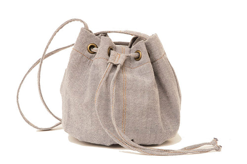 Bucket bag in light jeans
