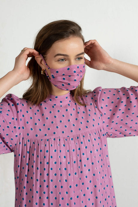 LENZING™ ECOVERO™ Viscose Reusable Face Mask with Pouch in Pink Spot