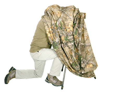 A quick use camouflage wildlife photography hide to break up your shape and outline. Will cover you, your camera, tripod and seat. Easy to use, just throw it over yourself or have it draped over your camera and tripod. No poles or pegs to worry about. Rolls up to fit in camera bag or rucksack.