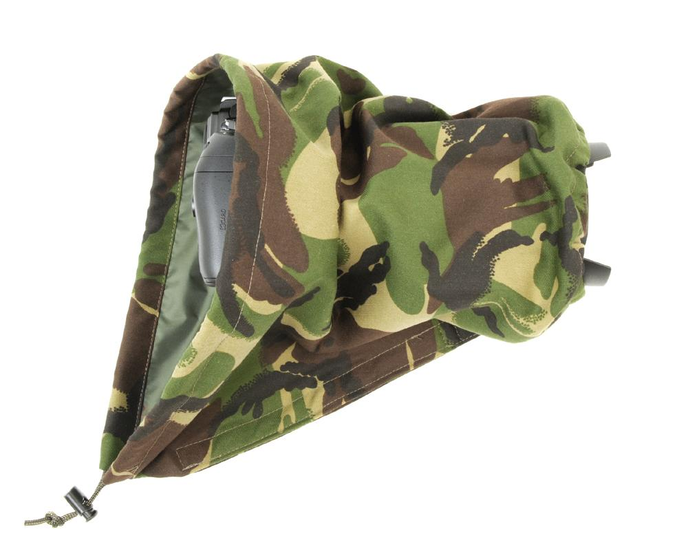 DOUBLE LAYER Reversible waterproof camera and lens cover with proofed polycotton on one side and waterproof olive pu nylon on the other. Available in a range of camouflage patterns or plain olive green. Keeps you going while other photographers have packed their kit away. Realtree Xtra camouflage pattern. Camera rain cover