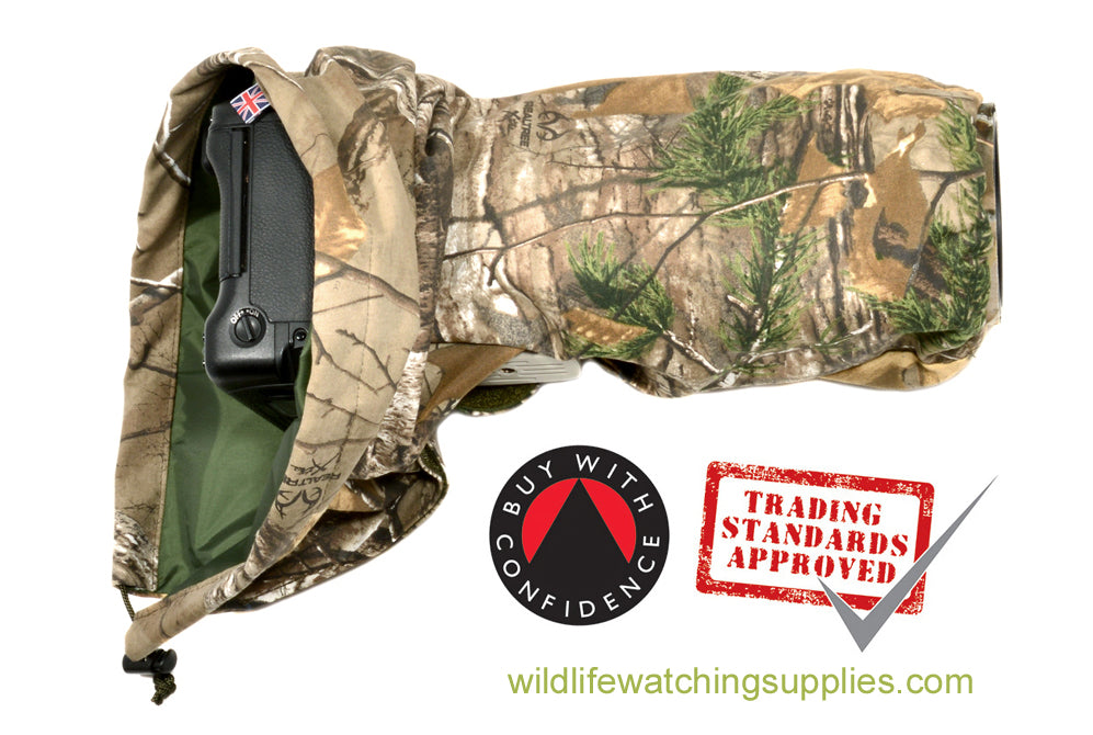DOUBLE LAYER Reversible camera and lens cover with proofed polycotton on one side and waterproof olive pu nylon on the other. Available in a range of camouflage patterns or plain olive green. Keeps you going while other photographers have packed their kit away. Realtree Xtra camouflage pattern.
