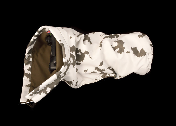 DOUBLE LAYER Reversible camera and lens cover with proofed polycotton on one side and waterproof olive pu nylon on the other. Available in a range of camouflage patterns or plain olive green. Keeps you going while other photographers have packed their kit away. Snow camouflage pattern.