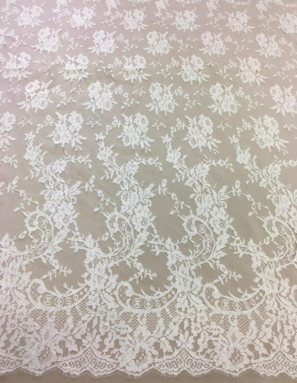 Fine Chantilly lace (1192) Ivory