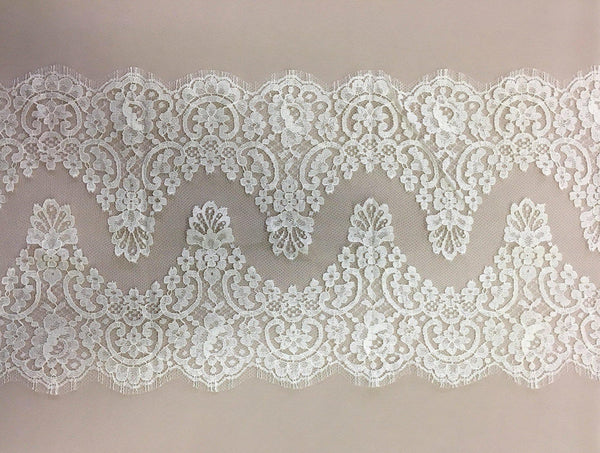 Chantilly lace trim (1345t) Greige