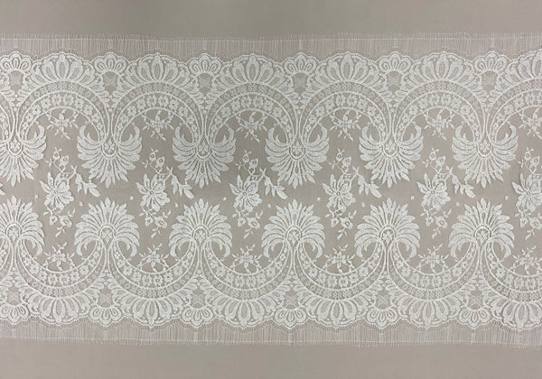 Fine Chantilly lace Trim (1382t) Ivory