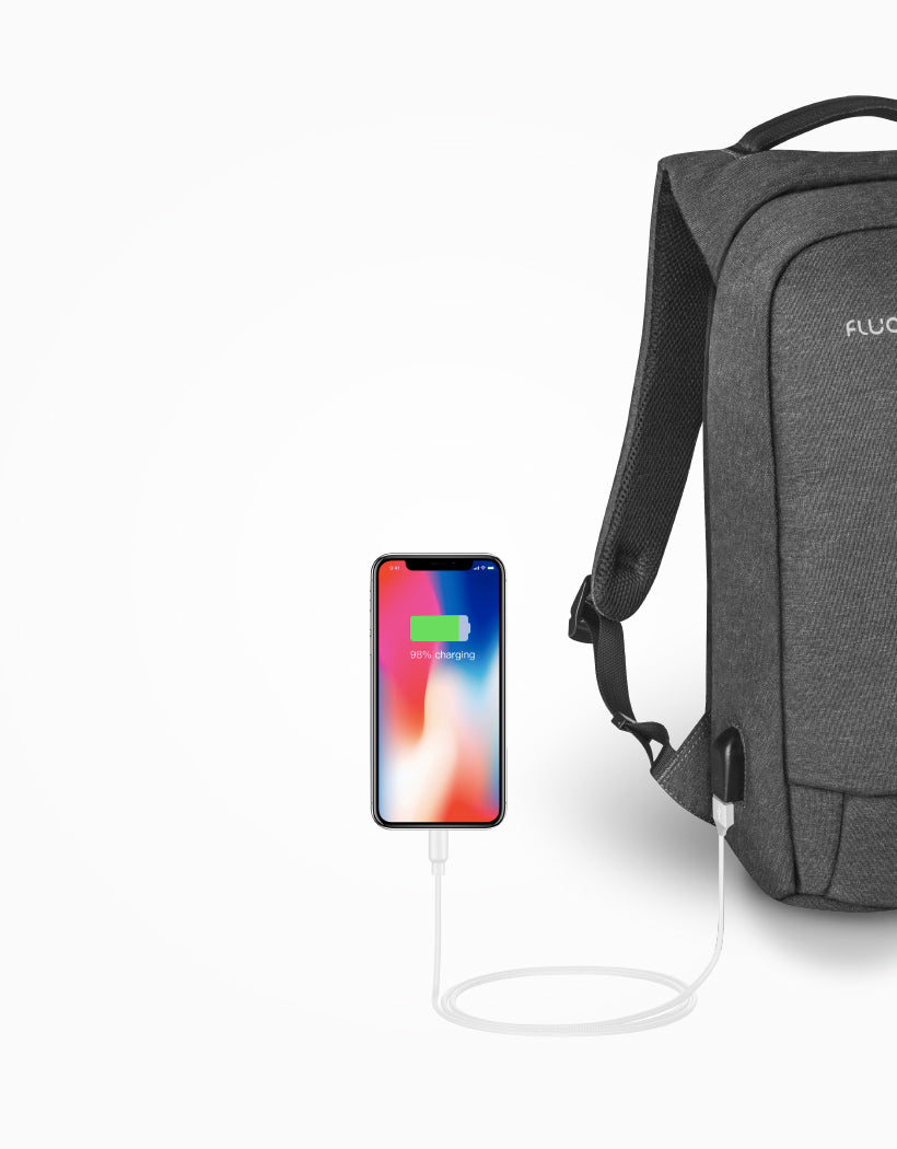 Fluqx Techpack Charging Phone