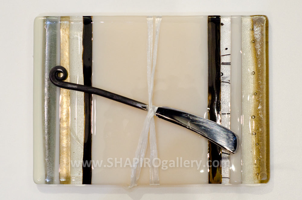 Neutral Zone Glass Cheese Plate with Spreader