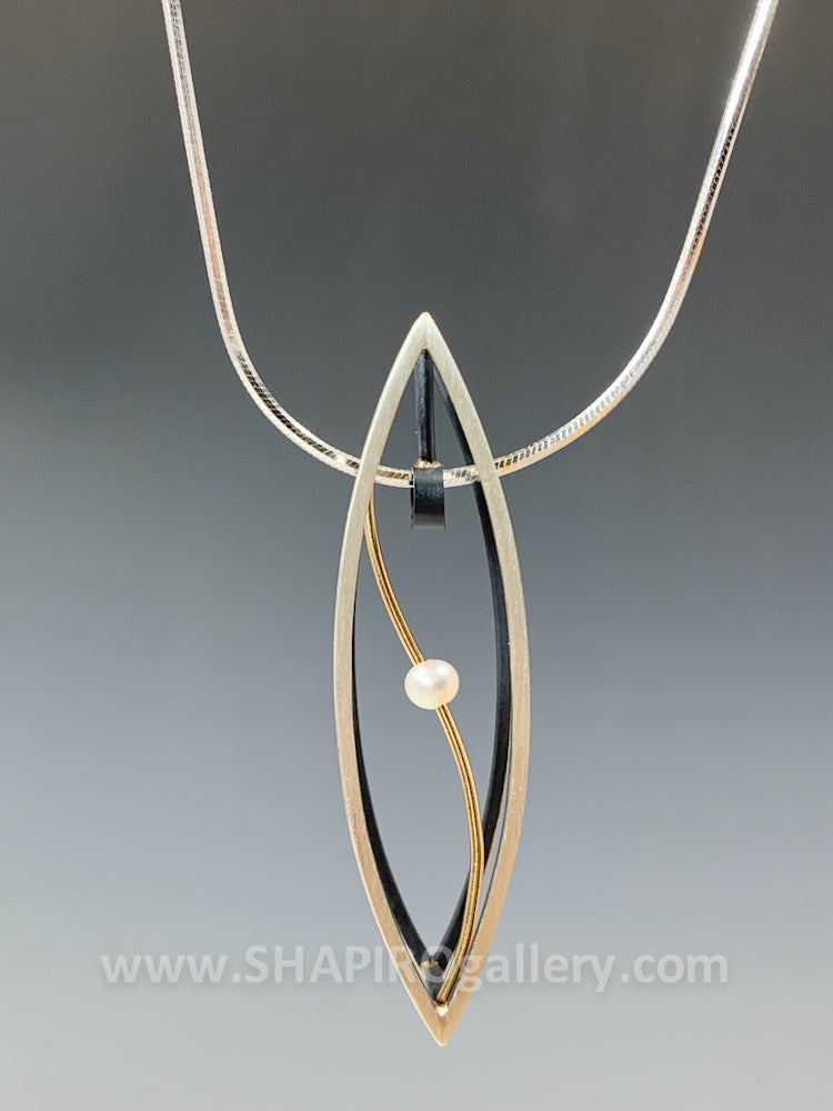 Ellipse Pearl 3D Necklace