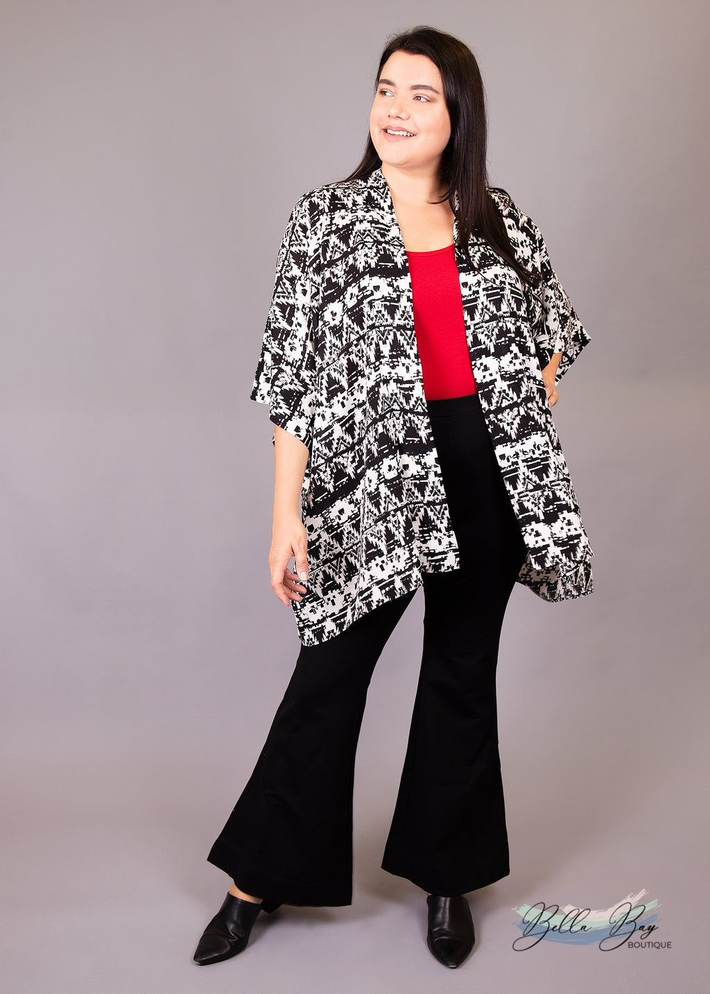 Paisley Raye Amethyst Kimono- Black and White Geometric (L/XL) - Paisley Raye with Bella Bay Boutique, shop now at  https://shopbellabay.com/ or locally in Newport Oregon