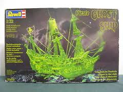 REVELL PIRATE GHOST SHIP GLOW-IN-THE-DARK - 05433