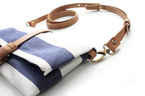 Ale Clutch, little bag and cross body ba made of canvas and leather, striped blue.