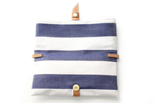 Load image into Gallery viewer, Ale Clutch, little bag and cross body ba made of canvas and leather, striped blue.