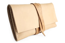 Load image into Gallery viewer, Giulia Leather wallet made of vegetable tanned leather. Customizable with your initials