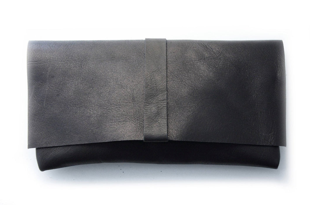 Clutch ELY, very soft nappa leather black.