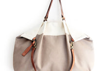 Load image into Gallery viewer, Weekend bag canvas and leather shoulder bag, bicolor. Personalized bag with name.