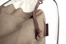 Load image into Gallery viewer, Simo BACKPACK, canvas and leather backpack, brown and beige.