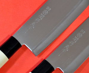 Close-up YAXELL Santoku + Nakiri 2 knives set stainless steel 165mm Japan