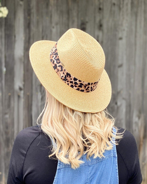 Show-Stopping Fedora Hat-hat-Cheveux-Inspired Wings Fashion