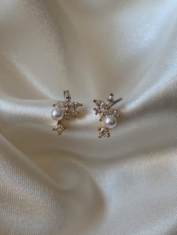 Tiny Flower Pearl Studs