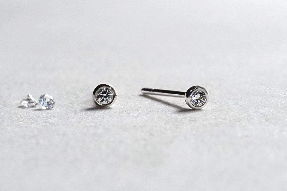 14k White Gold Circle Diamond Earrings