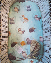 Load image into Gallery viewer, Fitted Cotton Bassinet Sheet - Little Aussie Animals - Elise Martinson