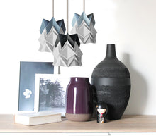 Load image into Gallery viewer, Petite suspension Origami  Design Bicolore en Papier
