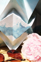 Load image into Gallery viewer, Lampe de table Origami en Papier - Motif Eté - taille M
