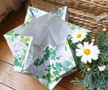Load image into Gallery viewer, Lampe de table Origami en Papier - Motif Printemps - taille M