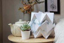 Load image into Gallery viewer, Lampe de table Origami en Papier - Motif Hiver - taille S