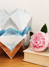Load image into Gallery viewer, Lampe de Table Origami en EcoWood et Papier - Motif Eté - taille S