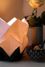 Load image into Gallery viewer, Lampe de Table Origami Bicolore en Papier - taille S