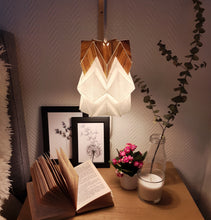 Load image into Gallery viewer, Applique murale en bois et petite suspension Origami Design en Papier et Ecowood