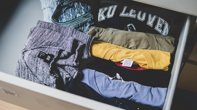 Fastest way to package your clothes when traveling