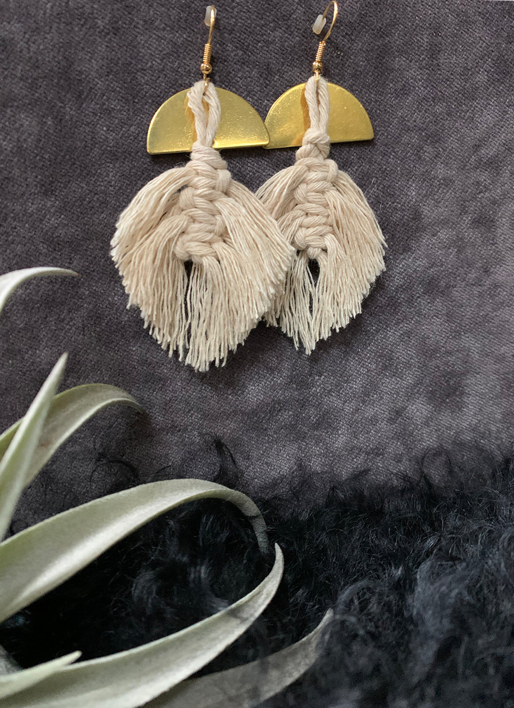 Arch de Plume Macramé Earrings