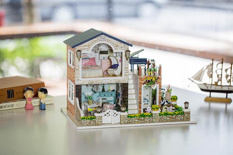 Hoomeda 13839 'Romantic Country' w/ LEDs, Dust Proof Cover and Glues Double Storied Wooden Miniature Doll house furniture Kits