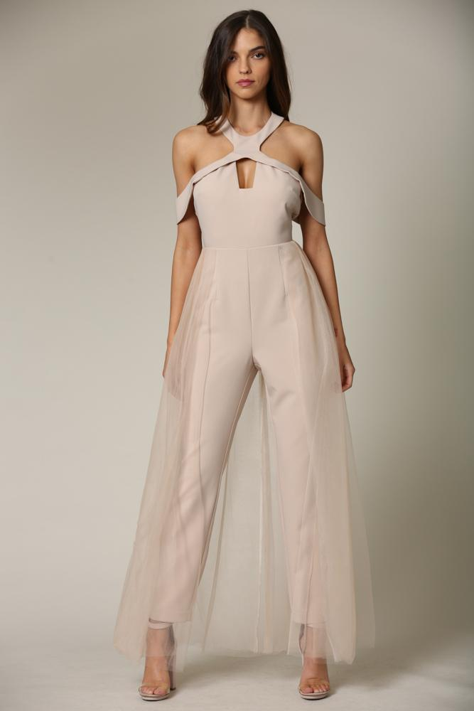 Nituna - A jumpsuit featuring a keyhole front with an off-shoulder cutout neckline