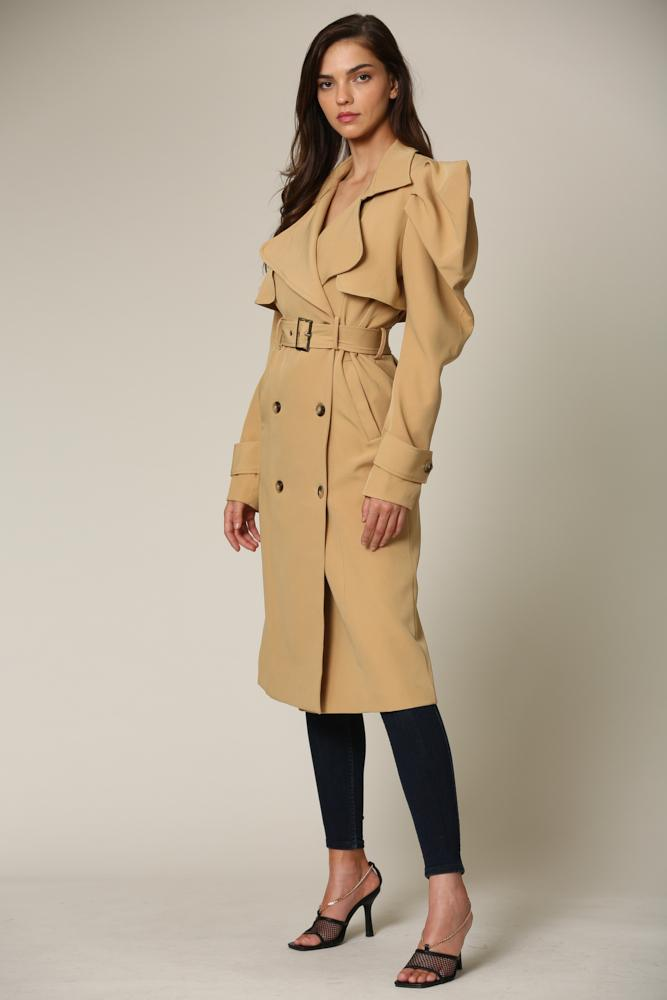 Elizabegh - A trench coat featuring wing collar